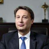 Г-н Димитър ШумаровЧлен на УС, изпълнителен директор и главен финансов директор, CV